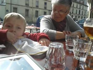 03 MARS 2014 une petite pause au resto après une consultation au centre Génétique  de Neker à Paris