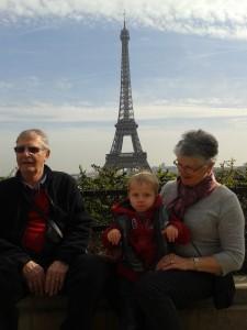 03 Papi et Mamie sont venus avec nous on en à profiter pour visiter Paris