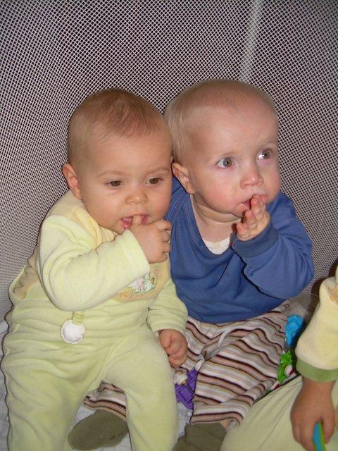 2008 oct Amélie 8 mois Gabin 2 ans-001.JPG