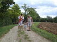 2010 Gabin marche tenue à deux mains-001.JPG