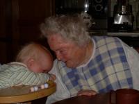 2008 toujours des calins mais avec sa mémé de 100 ans!!!-001.JPG