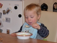 2012 mange presque tout seul-001.JPG